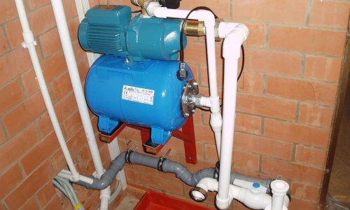 Насосная станция водоснабжения в подвальном помещении
