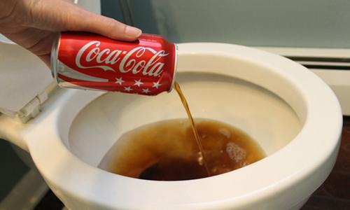 Чистка унитаза Кока Колой