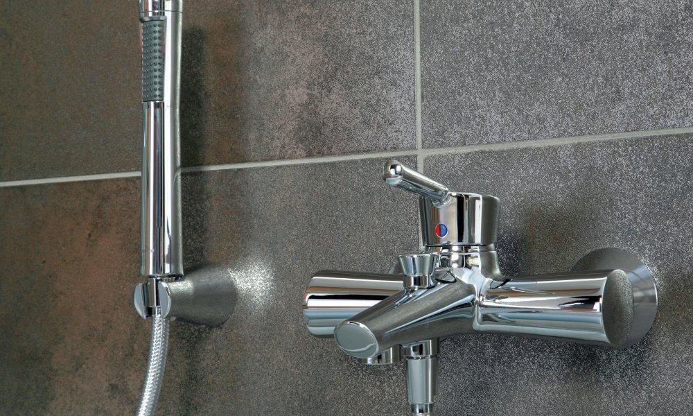 Сантехника смесители для ванной конструкция фото узких ванных комнат