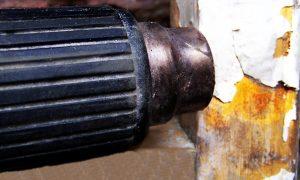 Удаление старой краски с батареи отопления