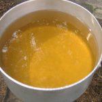 Почему желтеет вода из скважины: что с этим делать?